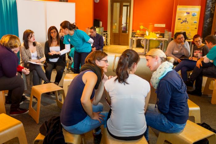 Teilnehmerinnen und Teilnehmer des Lehrlingsforums – Parlament bei der Gruppenarbeit