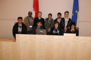 Gruppenfoto der Überbetrieblichen Lehrlingsausbildung der Firma Kapsch