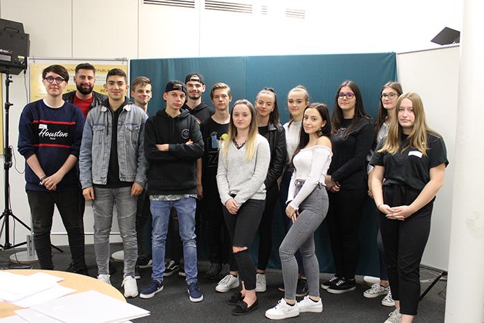 Gruppenfoto der 2A Klasse Landesberufsschule, Feldgasse 3, 8330 Feldbach