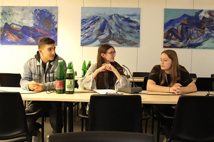 Diskussion der Lehrlinge des Lehrlingsforums – Parlament im Ausschuss, Pavillon Hof des Parlaments
