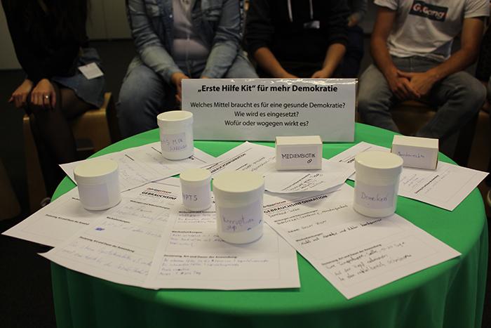 """Kleingruppendiskussion zum Thema """"Erste Hilfe Kit"""" für mehr Demokratie"""