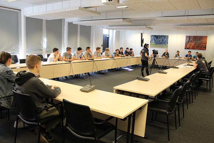 Filmdreh im Ausschusslokal, Pavillon Hof des Parlaments