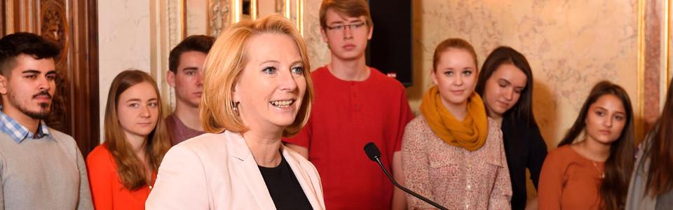 NR-Präsidentin bei ihrer Eröffnungsrede zum Lehrlingsforum