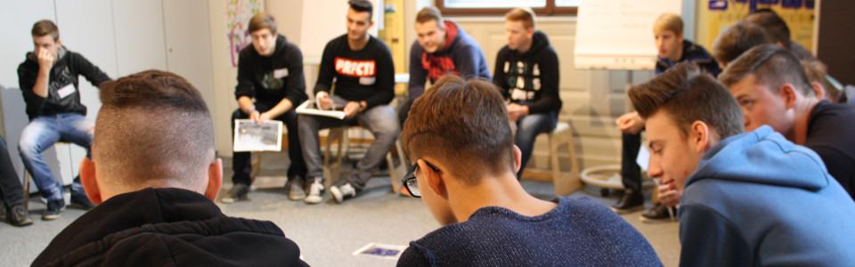 Teilnehmer des Lehrlingsforums – Demokratie bei der Gruppenarbeit