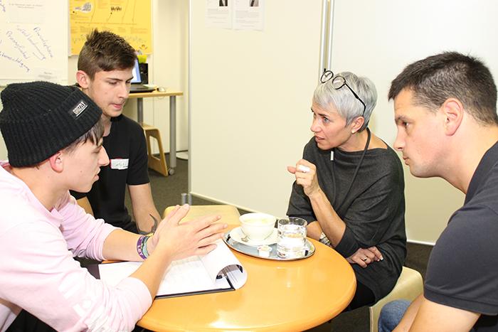 NR-Abgeordnete im Gespräch mit Lehrlingen