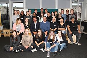 Gruppenfoto der Berufsschule für Handel und Reisen, Hütteldorferstraße