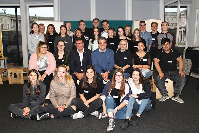 Gruppenfoto der Berufsschule für Handel und Reisen, Wien Hütteldorferstraße