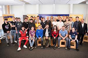 Gruppenfoto der Lehrlinge der Berufsschule Linz 5