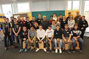 Gruppenfoto der Lehrlinge der Berufsschule Mollardgasse, Klassen 1B, 2RE