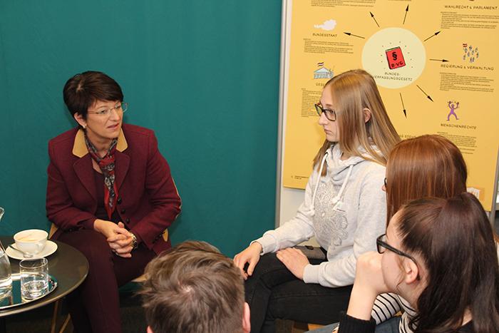 Lehrlinge im Gespräch mit Politikerin