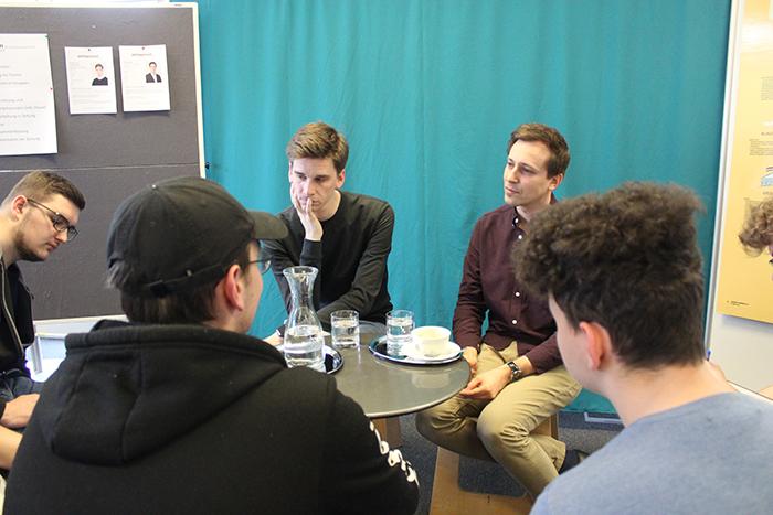 Lehrlinge im Gespräch mit Politikern