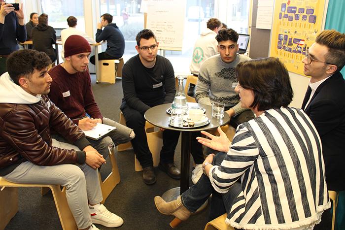 Lehrlinge im Gespräch mit Parlamentariern