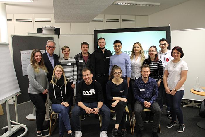 Gruppenfoto Lehrlinge ASFINAG, 1011 Wien, mit Parlamentariern