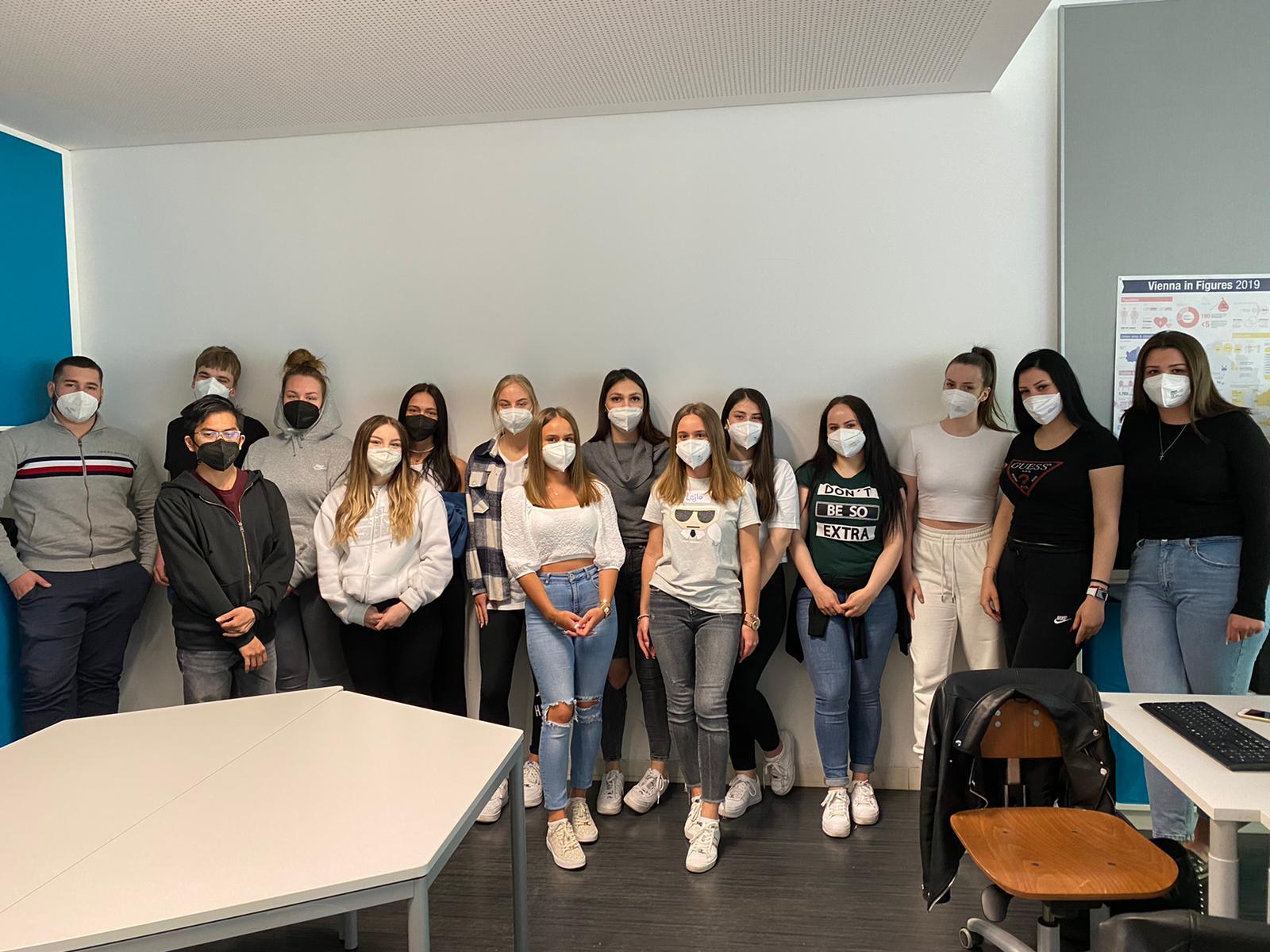 Gruppenfoto der Lehrlinge Berufsschule Embelgasse