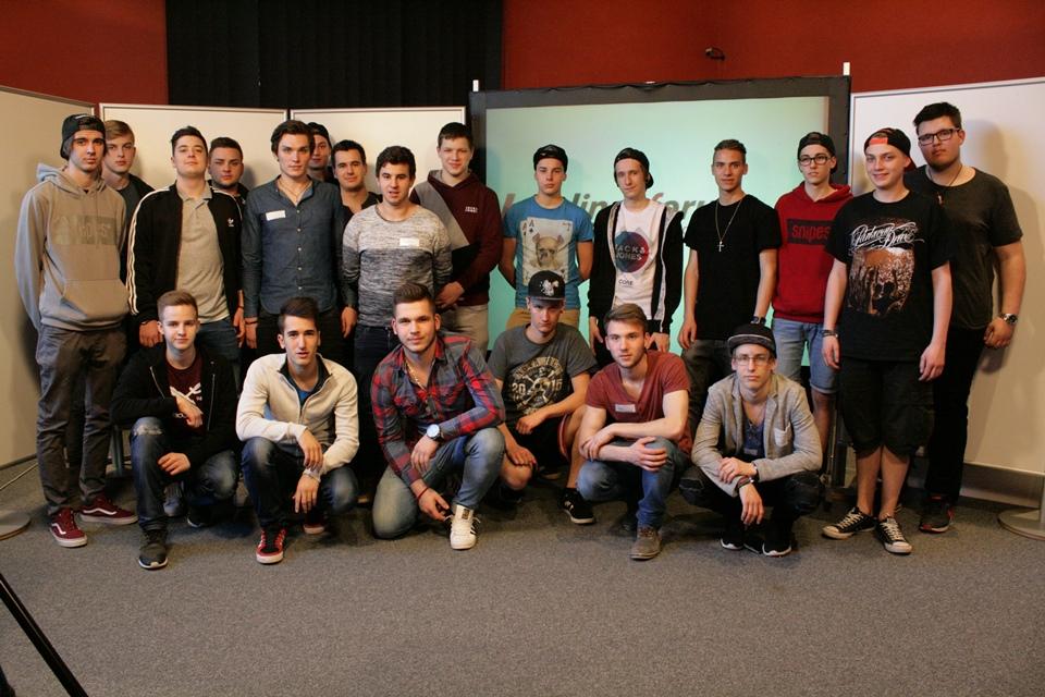 Gruppenfoto der Lehrlingsgruppe der Landesberufsschule Knittelfeld