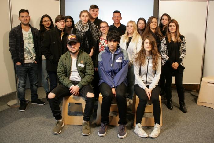 Gruppenfoto der Lehrlinge im Workshopraum