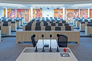 Redoutensaal - Blick vom Rednerpult in Richtung der Abgeordnetensitzplätze