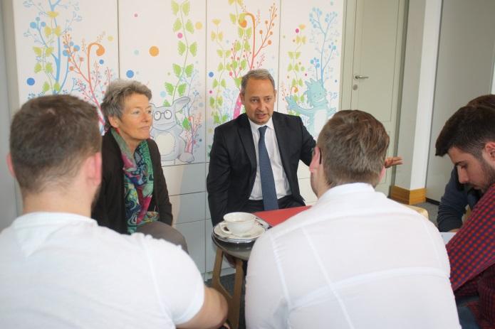 Lehrlinge im Gespräch mit NR- Abgeordnetem und Bundesratsmitglied
